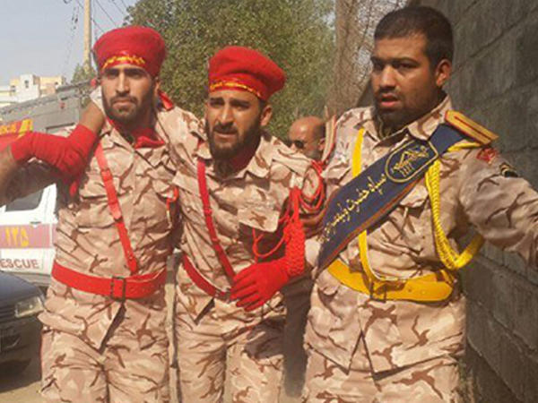 """İranda hərbi parad zamanı atışma - <span class=""""color_red"""">Ölən və yaralananlar var - VİDEO - FOTO</span>"""