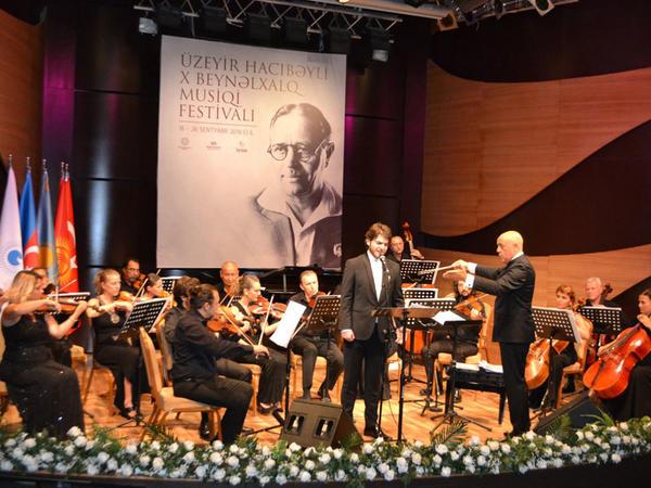 """Beynəlxalq Muğam Mərkəzində """"Dədə Qorqud"""" kamera orkestrinin konserti keçirildi"""