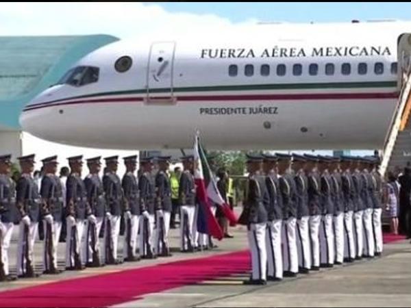 Meksika prezidenti təyyarəsini satır