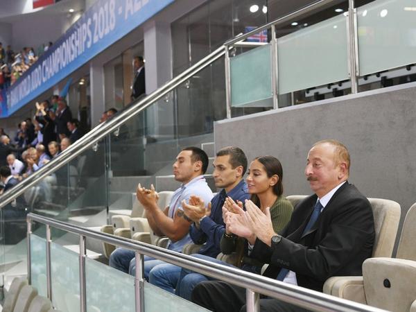 Prezident İlham Əliyev Bakıda keçirilən cüdo üzrə dünya çempionatında bürünc medal uğrunda qarşılaşmaya baxıb - FOTO