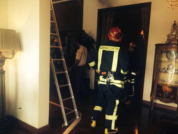 Azərbaycanda 15 otaqlı ev yanıb