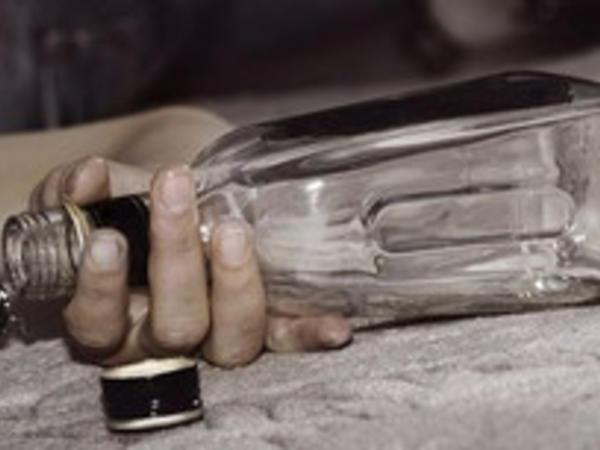Gənc qız intihara cəhd edib