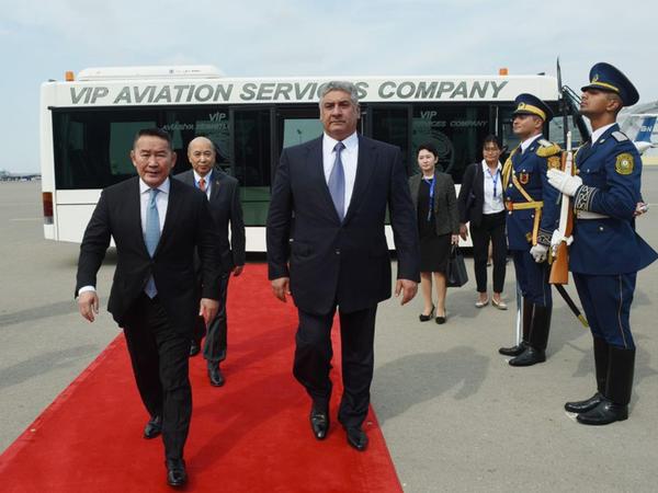 Monqolustan prezidenti Azərbaycana gəlib