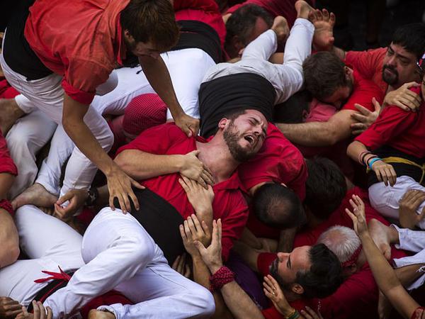 """""""Canlı qəsr"""" dağıldı: <span class=""""color_red"""">yaralananlar var - VİDEO - FOTO</span>"""