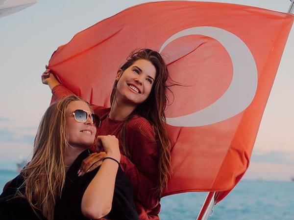 Məşhur vayner Türkiyədə izdihamla qarşılandı - FOTO