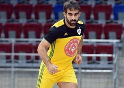 """&quot;Zədəli olsam da, futbol oynadım&quot; - <span class=""""color_red"""">Rafael Ağayev</span>"""