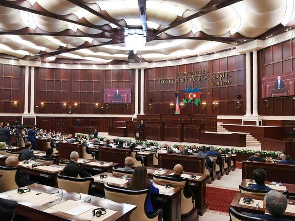 """Azərbaycan parlamentinin 100 ili: <span class=""""color_red"""">müstəqil dövlətçiliyin əvəzedilməz dayağı</span>"""