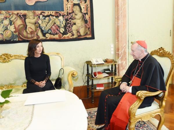 Birinci vitse-prezident Mehriban Əliyeva Müqəddəs Taxt-Tacın dövlət katibi kardinal Pietro Parolin ilə görüşüb - FOTO