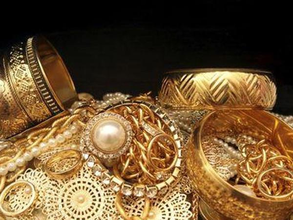 Bakıda evdən 5 min manatlıq qızıl-zinət əşyaları oğurlanıb