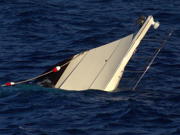 """İndoneziyada sərnişin gəmisi batdı: <span class=""""color_red"""">17 nəfər boğuldu</span>"""