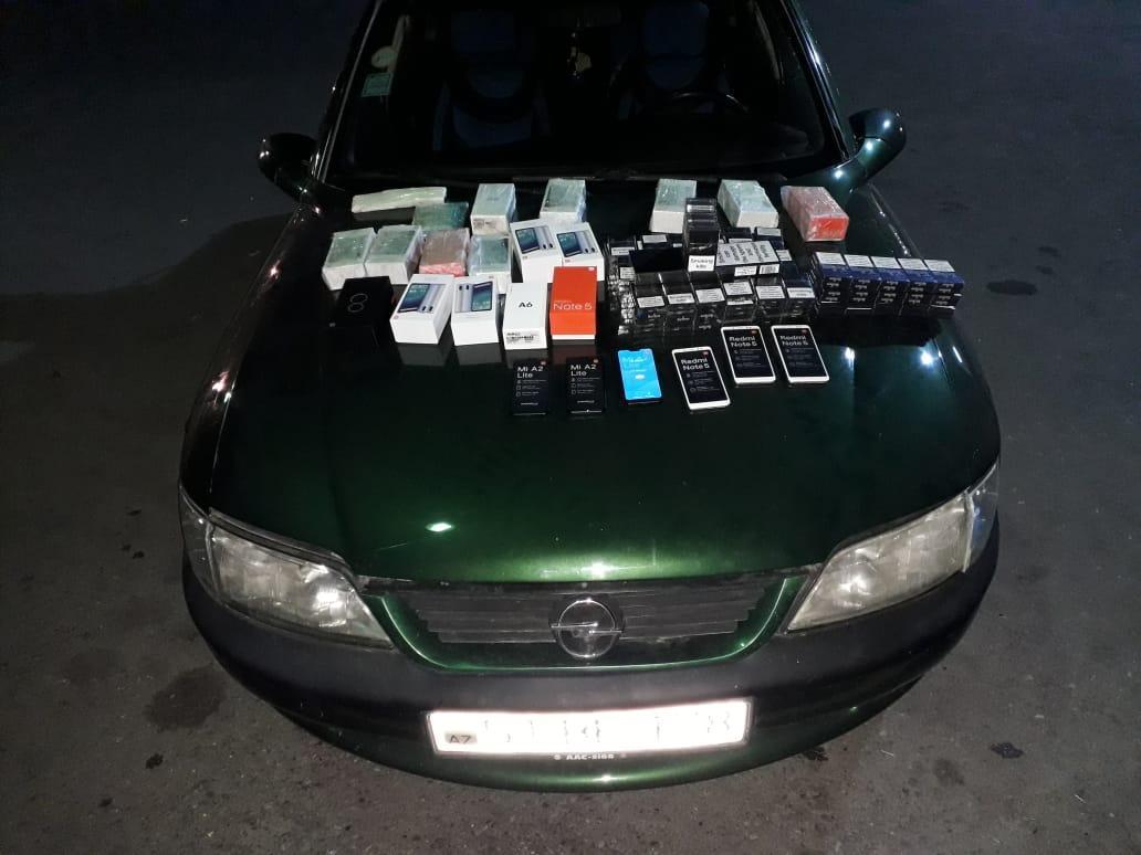 Azərbaycana qanunsuz siqaret və mobil telefonlar keçirilməsinin qarşısı alındı - VİDEO - FOTO