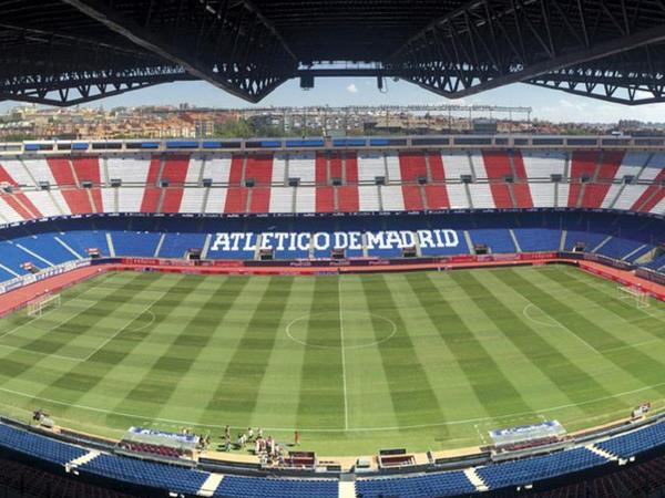 Tarixi stadion sökülür