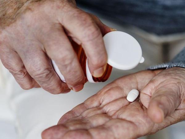Yaşlı adamların hər gün aspirin qəbul etməsi zərərlidir