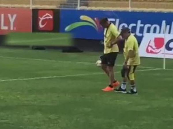 Maradona yeriməkdə çətinlik çəkir