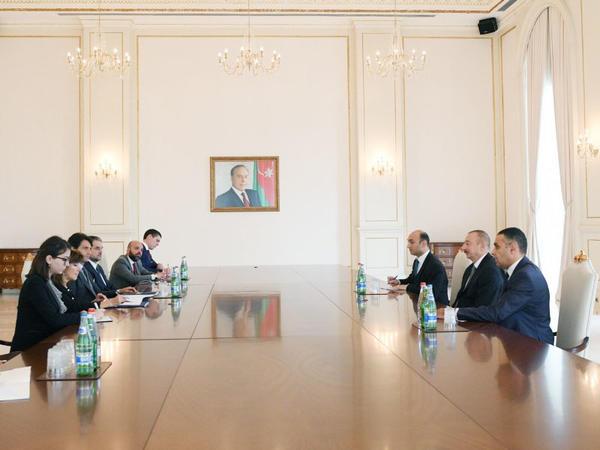 Prezident İlham Əliyev İtaliya Senatı sədrinin başçılıq etdiyi nümayəndə heyətini qəbul edib - FOTO