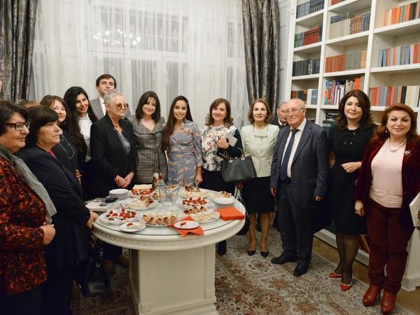 """Heydər Əliyev Fondunun vitse-prezidenti Leyla Əliyeva """"Bir ömrün iziylə"""" kitabının təqdimatında iştirak edib - <span class=""""color_red"""">FOTO</span>"""