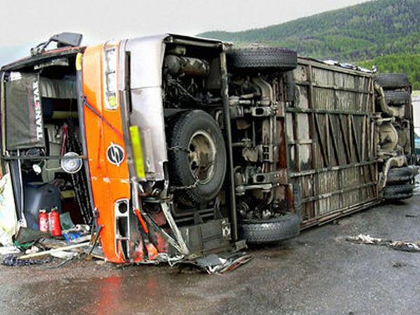 """Uşaqları daşıyan avtobus qəzaya uğradı: <span class=""""color_red""""> onlarla xəsarət alan var</span>"""