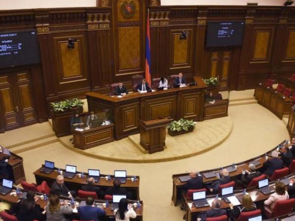 Ermənistan parlamenti deputatların anlaya bilmədiyi sistemi ləğv edəcək