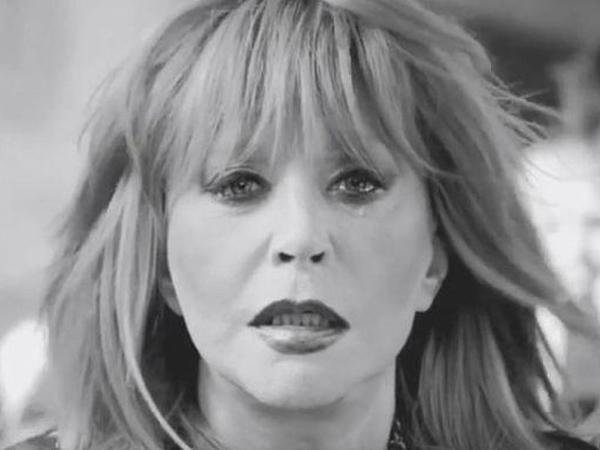 """Rusiyanın xalq artisti Alla Puqaçova ağladı - <span class=""""color_red"""">VİDEO</span>"""