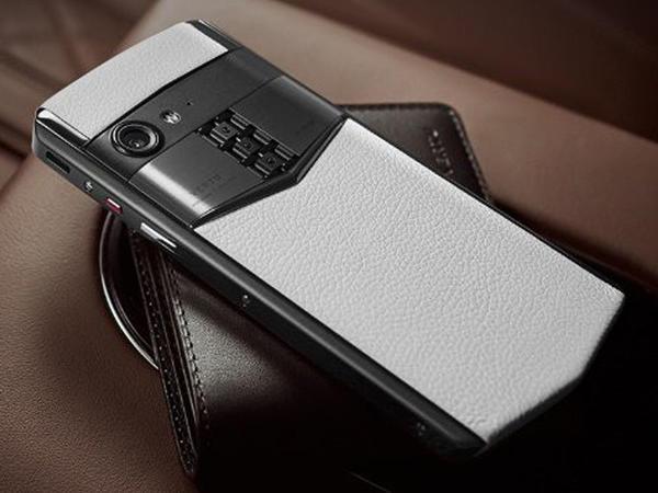 Vertu yeni smartfonunu təqdim etdi