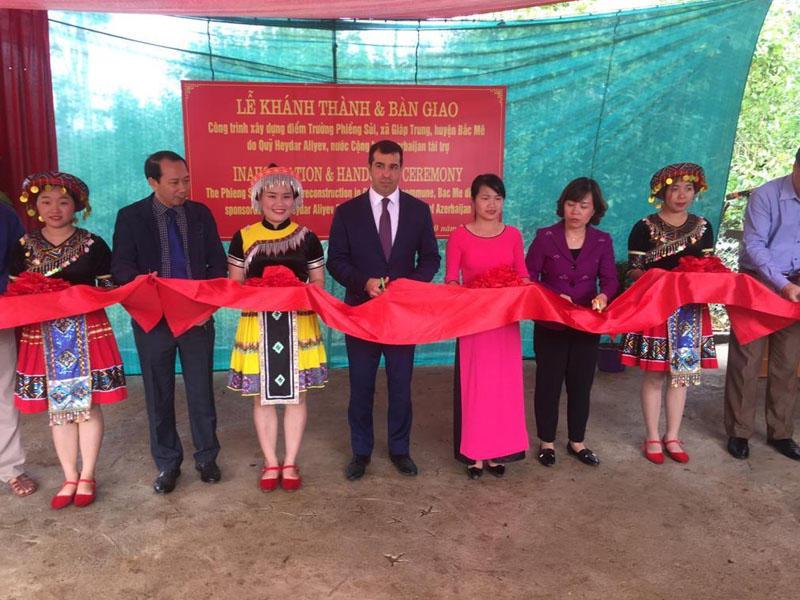 Vyetnamda Heydər Əliyev Fondunun dəstəyi ilə inşa olunmuş ibtidai məktəbin açılış mərasimi olub