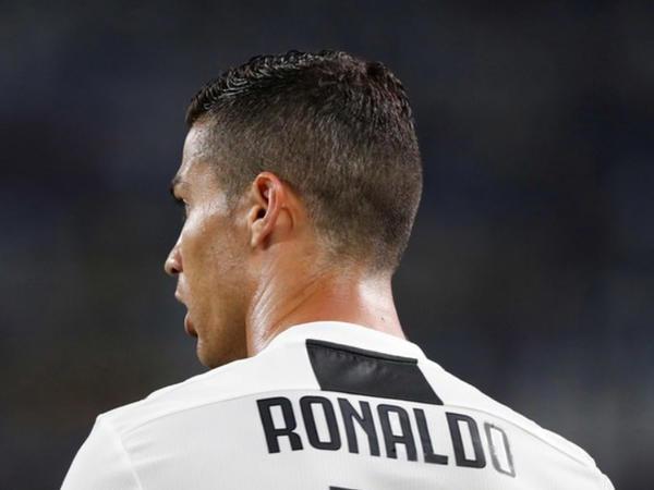 Ronaldu futbol tarixində yeni rekord vurdu