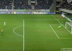 """Futbolçu meydanın komandasına aid hissəsindən qol vurub - <span class=""""color_red"""">VİDEO</span>"""