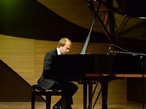 """Beynəlxalq Muğam Mərkəzində tanınmış pianoçu Daniil Sayamovun konserti keçirildi - <span class=""""color_red"""">FOTO</span>"""
