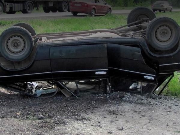 Maşın aşıb, sürücü ağır yaralanıb