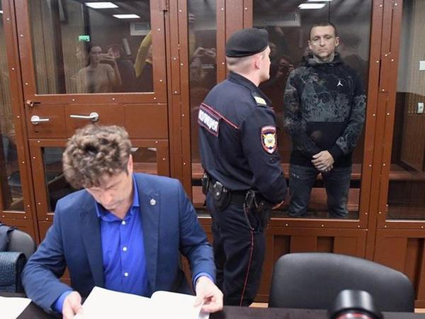 Kokorin və Mamayev təcridxanada tualet yuyurlar