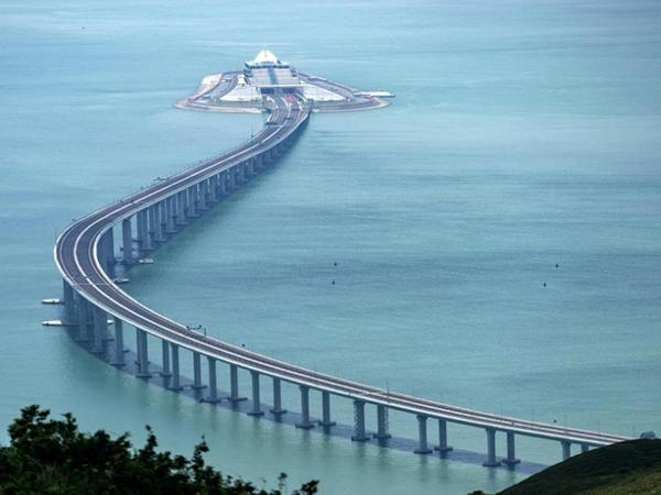 Dünyanın dəniz üzərində ən uzun avtomobil yol ötürücü-körpüsü istifadəyə verilib - VİDEO - FOTO