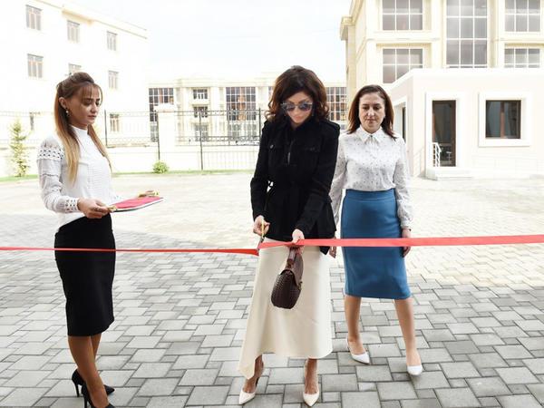 Birinci vitse-prezident Mehriban Əliyeva Bakıda 11 saylı xüsusi təhsil məktəbinin yeni binasının açılışında iştirak edib  - FOTO