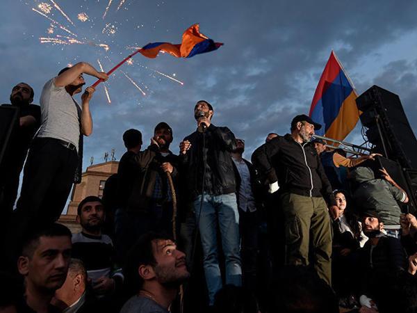 """""""Ermənistanda baş verən hakimiyyət dəyişikliyi danışıqları yavaşıdıb"""""""