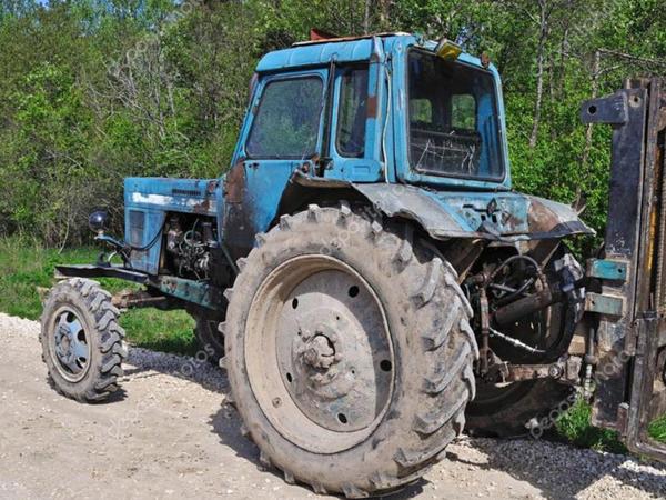 """Minik avtomobili traktora çırpıldı: <span class=""""color_red"""">ölən və xəsarət alanlar var</span>"""