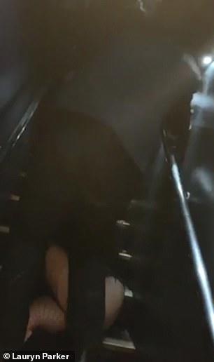 19 yaşlı qızı gecə klubunda təpiklədilər - VİDEO - FOTO