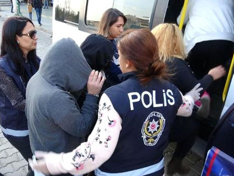 Azərbaycanlı bacılar Türkiyədən deportasiya olundu - Fahişəlik üstündə