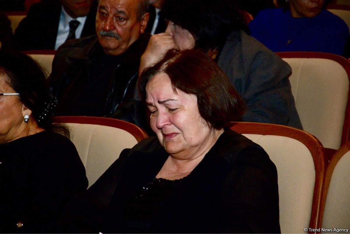 Xalq artisti Amalya PÉnahova ilÉ vida mÉrasimi keçirilir - FOTO