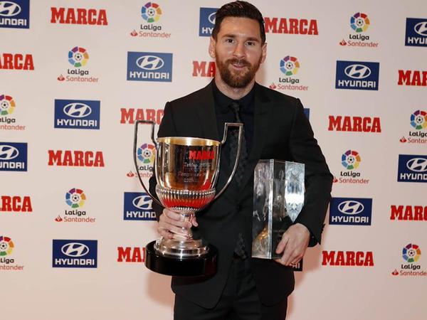 """Messi mövsümün ən yaxşı oyunçusu mükafatını aldı - <span class=""""color_red"""">VİDEO</span>"""