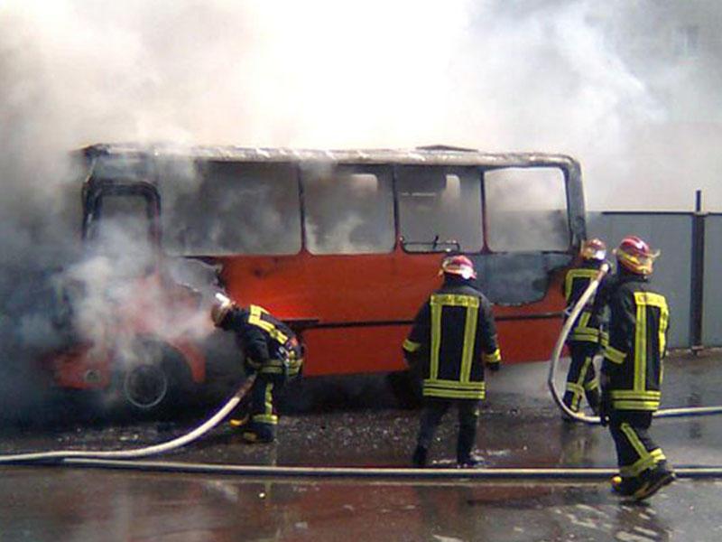 Bakıda sərnişin avtobusu yandı