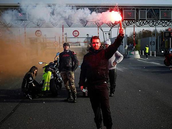 """Fransada etirazlar zamanı 200-dən çox insan xəsarət alıb - <span class=""""color_red"""">YENİLƏNİB - FOTO</span>"""