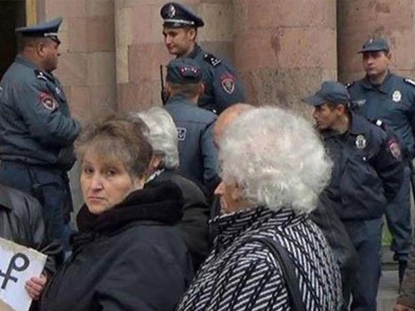 """""""Azərbaycandan gəlmələr"""" İrəvanda ayağa qalxdılar - VİDEO"""