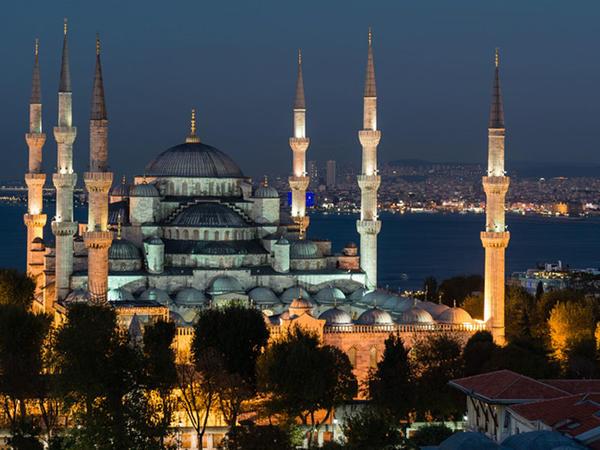 Türkiyədə nazirlik namazın vaxtını dəyişdirdi