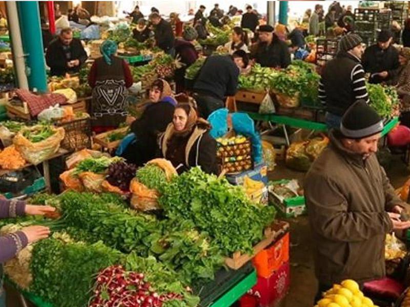 """Sabiq deputat """"Nəsimi"""" bazarında satıcı işləyir"""