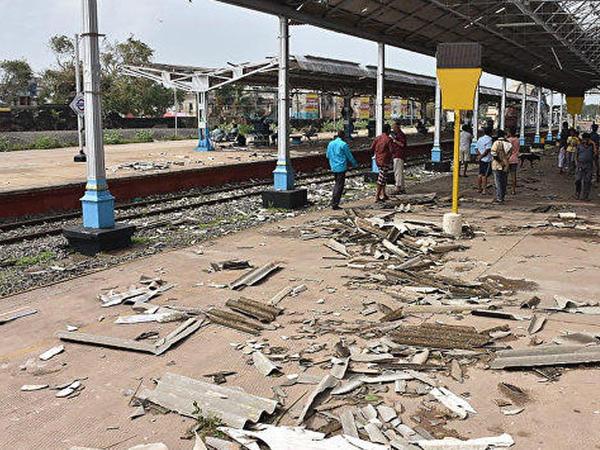 """Hindistanda dəhşətli siklon can almaqda davam edir: <span class=""""color_red"""">30 ölü</span>"""