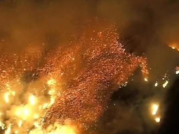 """Tarixdə ən güclü: Kaliforniyada meşə yanğınları ilə mübarizəyə <span class=""""color_red"""">yüzlərlə vertolyot qoşuldu, 71 ölü - VİDEO</span>"""