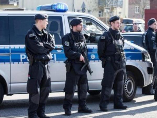 """Azərbaycanlı miqrantlar Almaniyada dinc durmur: <span class=""""color_red"""">restoranda insident, 2 nəfər yaralandı </span>"""
