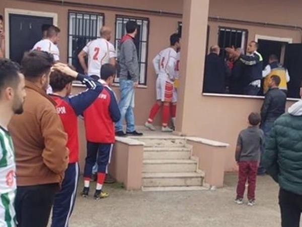 """Futbolçu meydanda öldü - <span class=""""color_red"""">Türkiyədə</span>"""