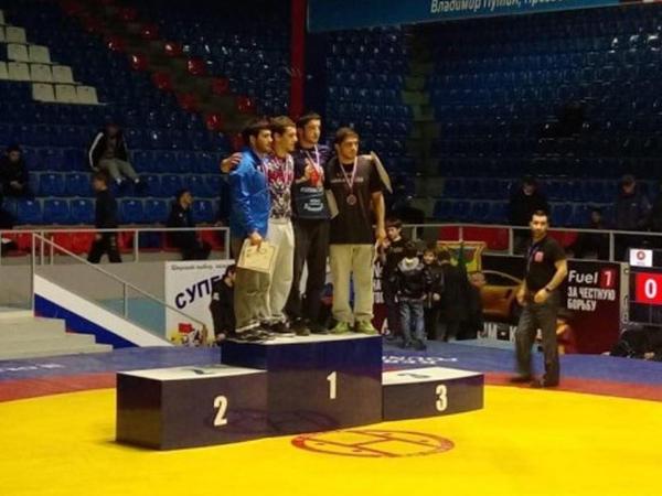 """Azərbaycan güləşçiləri """"Continental Cup"""" turnirində iki medal qazanıblar"""