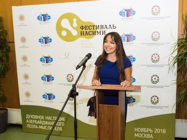 Heydər Əliyev Fondunun vitse-prezidenti Leyla Əliyeva Moskvada Nəsiminin büstünün təntənəli açılış mərasimində iştirak edib - FOTO