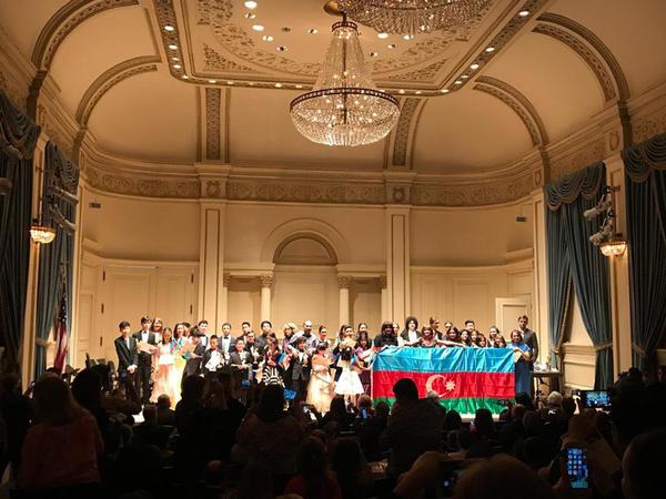 """Musiqi məktəbinin şagirdi New-Yorkda """"Carnegie Hall""""un səhnəsində çıxış edib - FOTO"""